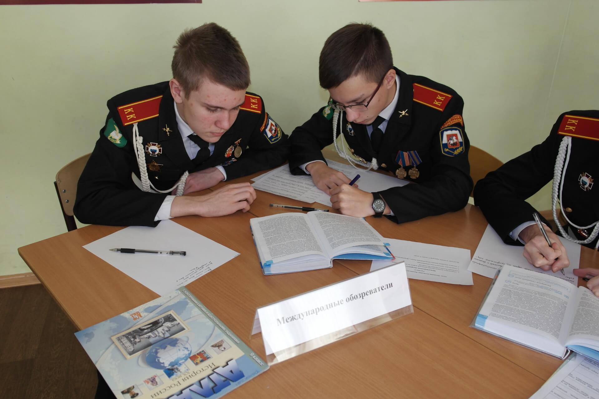 Московские школьники примут участие вторжественном марше на Краснойплощади
